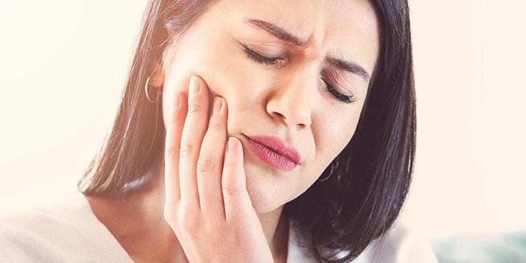 áp xe răng có tự khỏi không