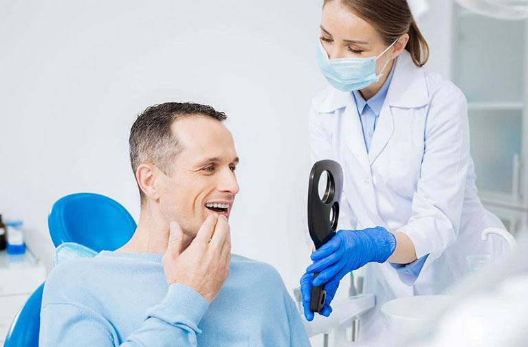 áp xe chân răng uống thuốc gì