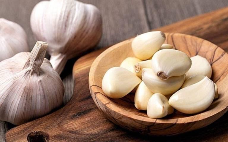 Cải thiện tình trạng ê buốt răng sau khi tẩy trắng với tỏi