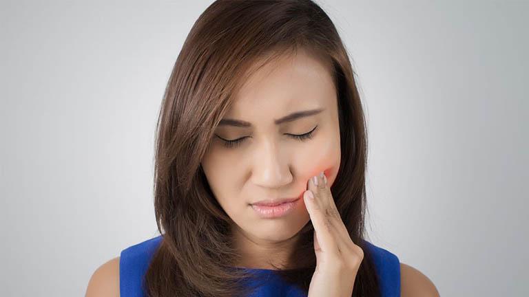 Chữa tủy răng xong vẫn đau nhức