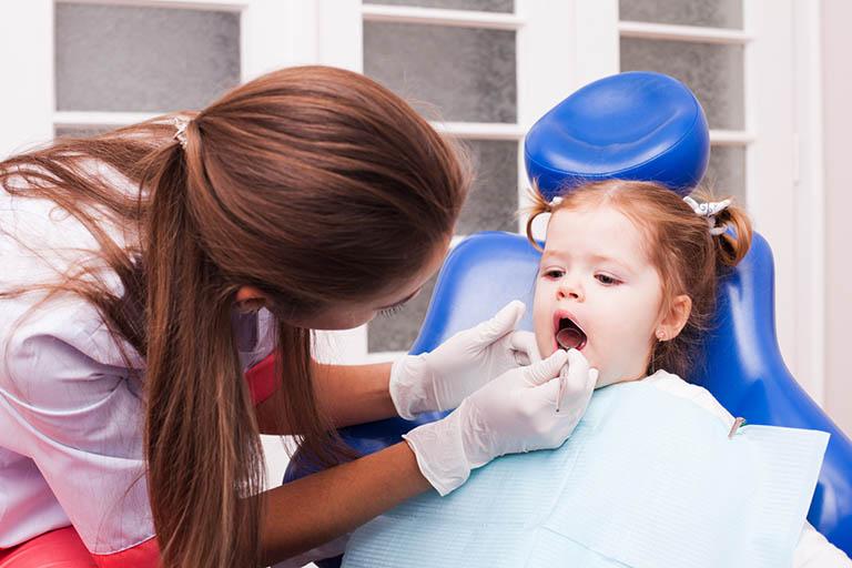 chữa viêm nướu răng cho trẻ tại nhà