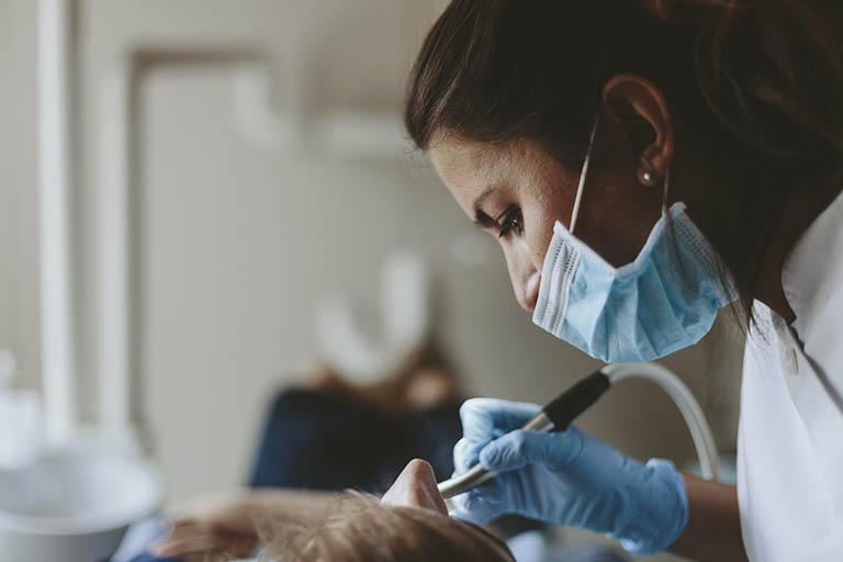 đặt thuốc diệt tủy răng khi mang thai