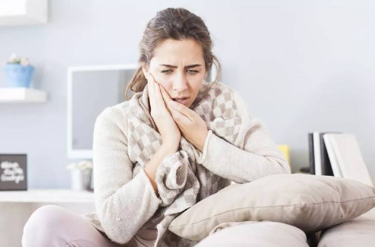 Ê buốt răng sau sinh: Nguyên nhân và cách khắc phục an toàn