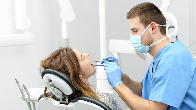 xông lá lấu chữa sâu răng