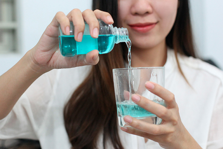 Nước lá ổi chữa sâu răng
