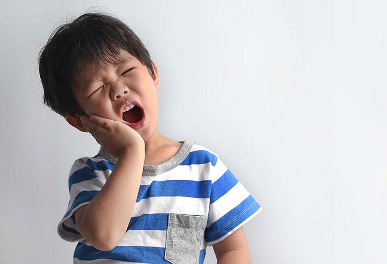 trị sâu răng ở trẻ em