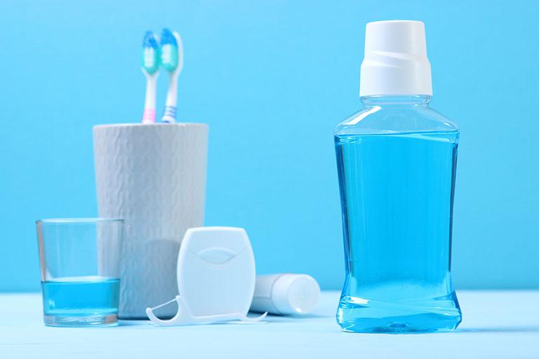 tụt lợi ê buốt răng