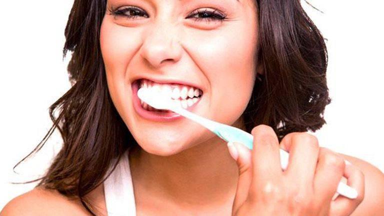 Các biện pháp khắc phục tụt nướu khi niềng răng