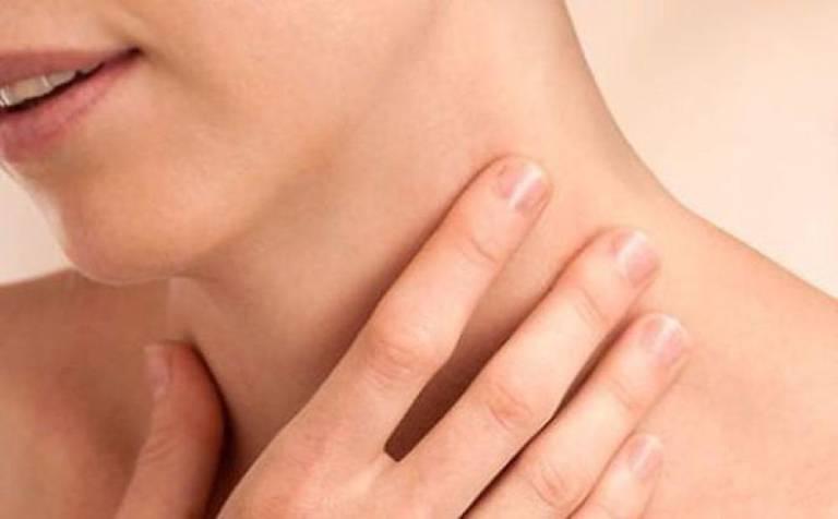 Viêm lợi nổi hạch gây sốt có nguy hiểm không? Điều trị thế nào?