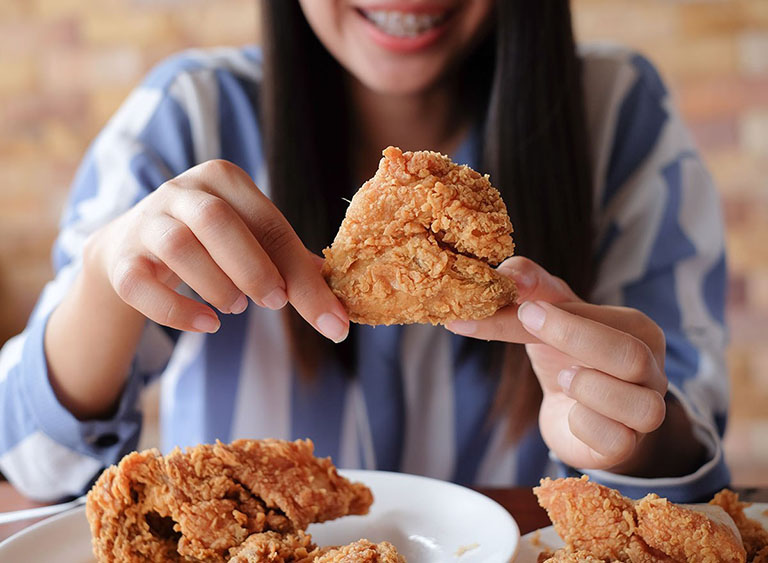 đau răng có nên ăn thịt gà không