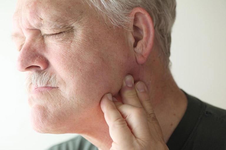 bị đau răng dữ dội