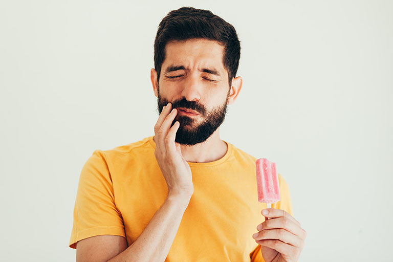 đau răng hàm khi nhai thức ăn