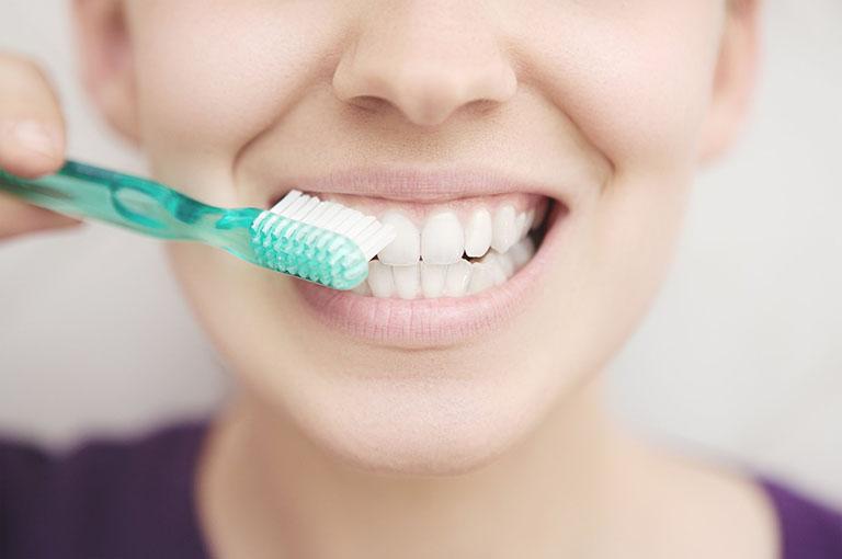 đau răng hàm trong cùng bên trái