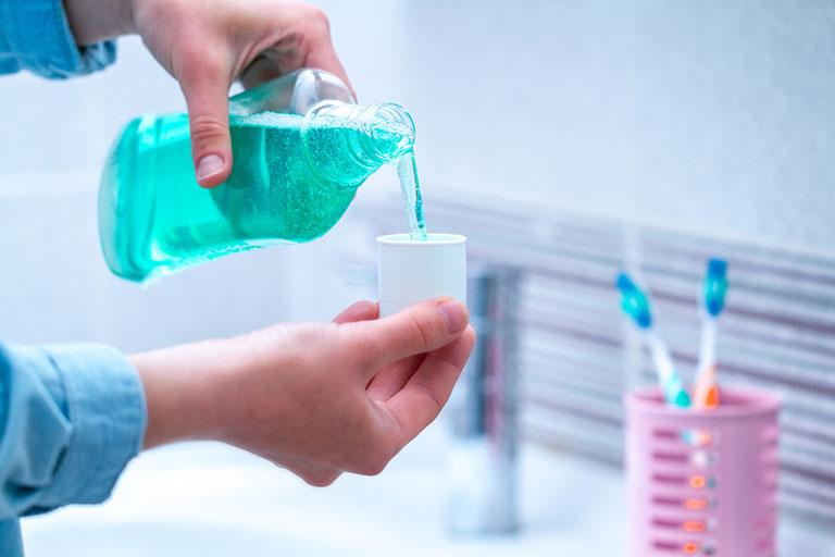 nước súc miệng trị viêm nướu