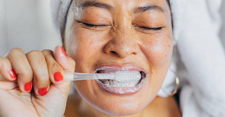 răng lung lay đau nhức