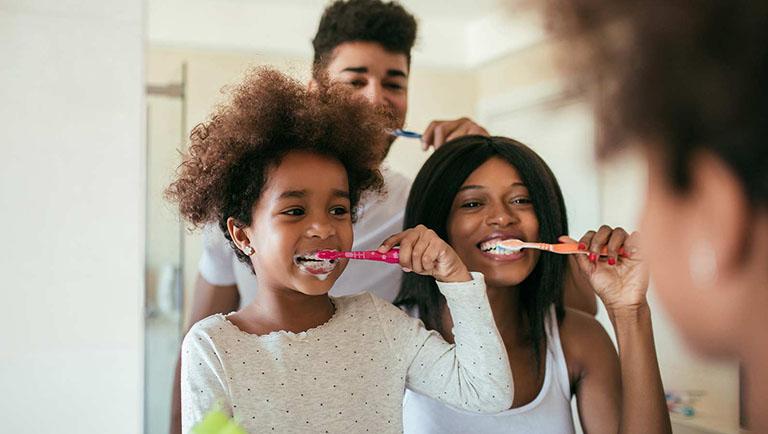 răng sâu bị vỡ chỉ còn chân răng