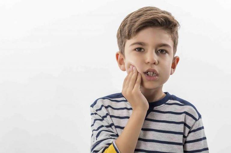 sâu răng hàm trên ở trẻ em