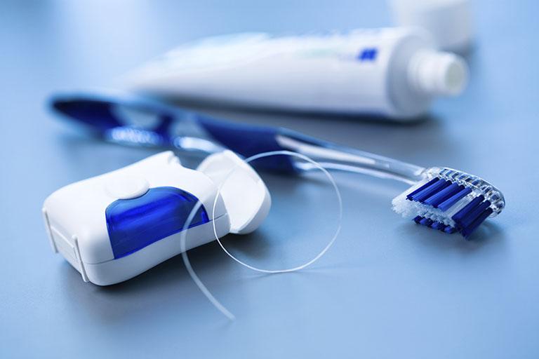 răng bị sâu nên nhổ hay trám