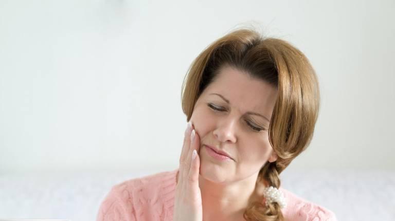 Tiêu xương răng hàm có nguy hiểm không? Điều trị thế nào?