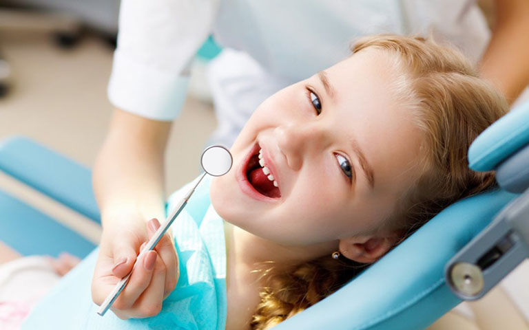 trẻ bị đau răng uống thuốc gì
