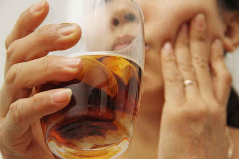 cách ngâm rượu cau trị đau răng