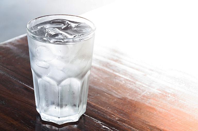 uống nước lạnh hại răng
