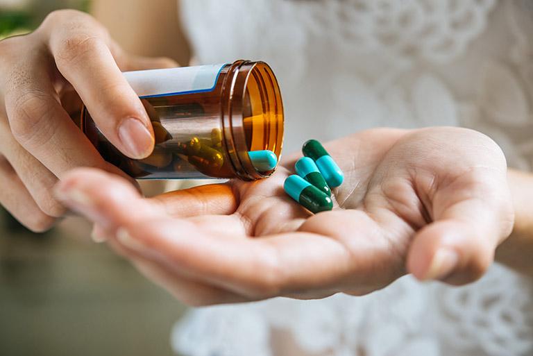 Viêm khớp thái dương hàm nên uống thuốc gì