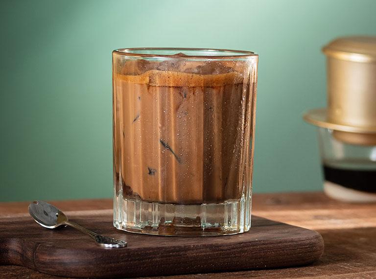bọc răng sứ có uống cà phê được không