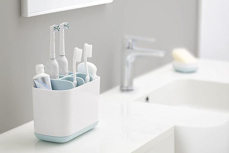 Người lớn tuổi có nên đi niềng răng không