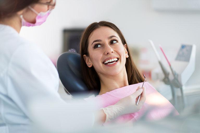 bọc răng sứ cho răng cấm