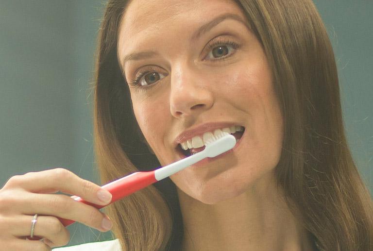 Cạo vôi răng có bị chảy máu không