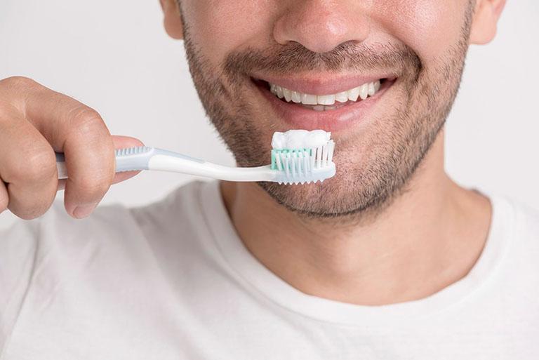 bọc răng sứ cho răng cửa bị hô