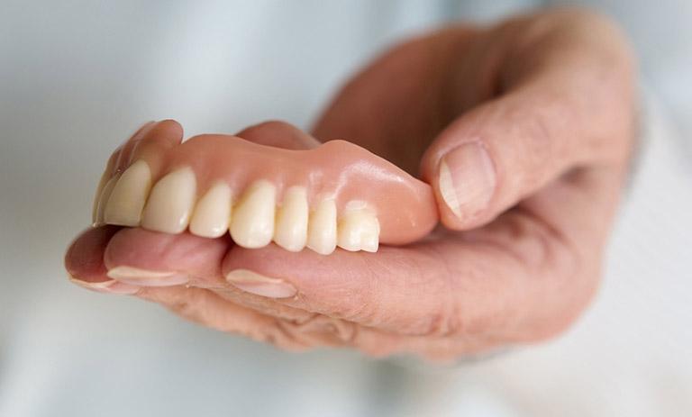 răng giả tháo lắp nhựa dẻo giá bao nhiêu