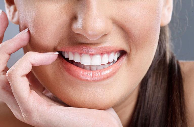 bọc răng sứ cho răng thưa bao nhiêu tiền