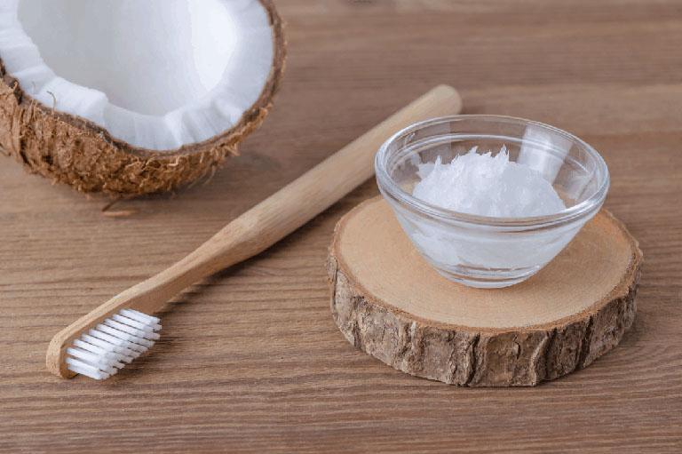 cách làm trắng răng với dầu dừa