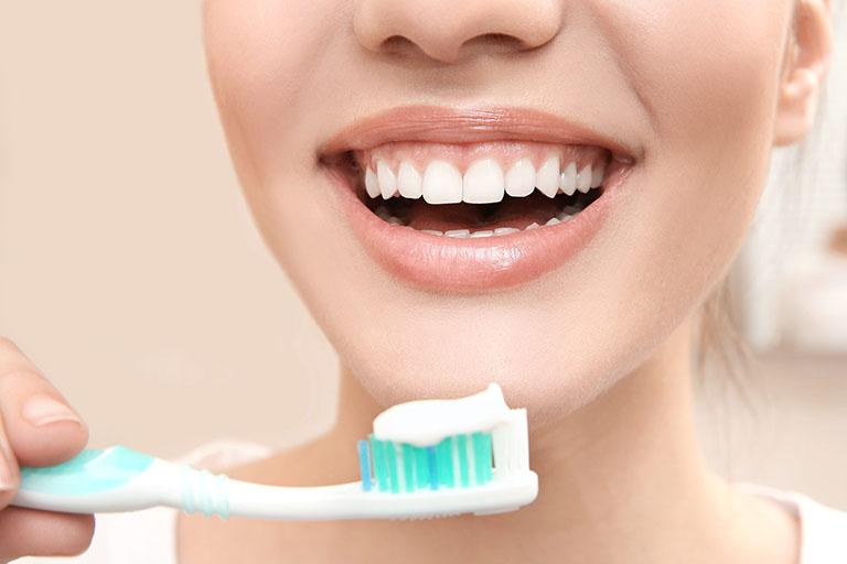 Sau khi sinh bao lâu thì đi cạo vôi răng được