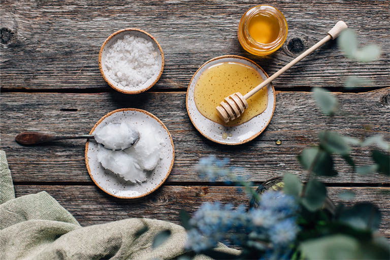 chữa tụt lợi bằng mật ong