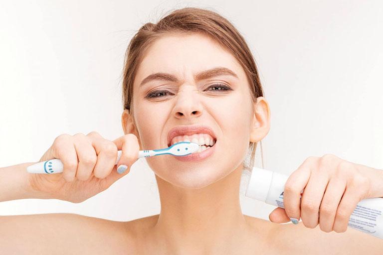 răng sứ có thể tẩy trắng không